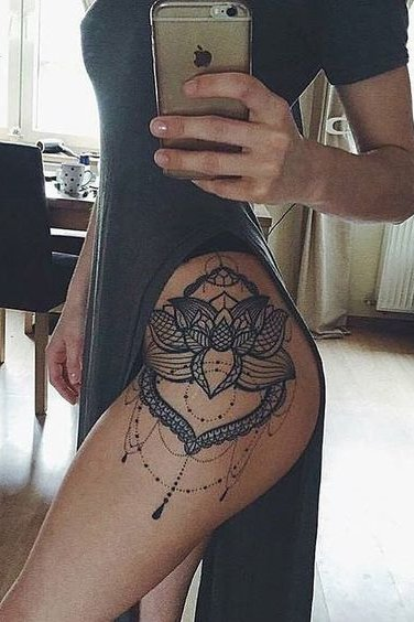unique design tattoo on thigh for women
