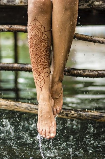 henna tattoo on leg